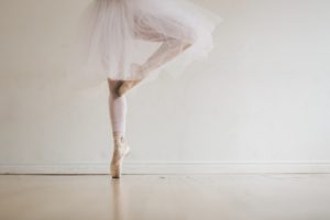 ballet-dancer-in-tutu-on-toes